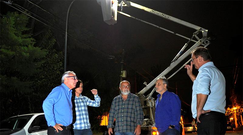 En General Pacheco, Julio Zamora verificó la colocación y funcionamiento de nuevas luminarias públicas