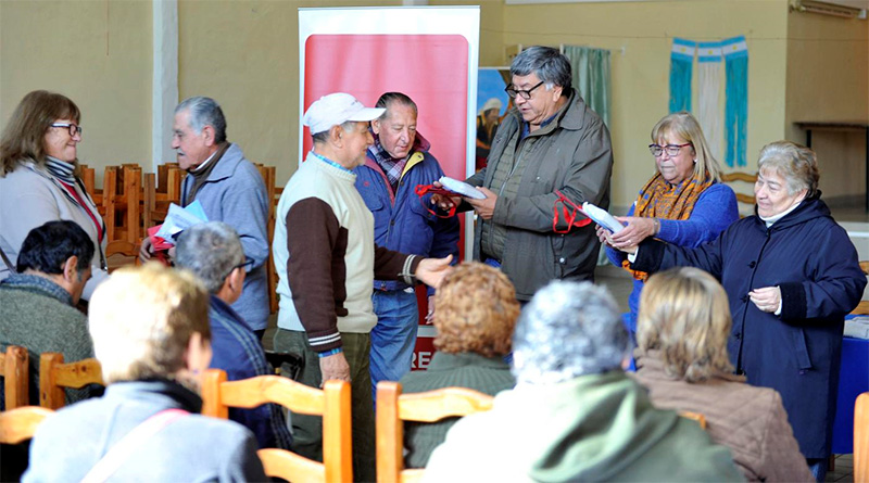 Tigre entregó anteojos a adultos mayores del barrio La Paloma