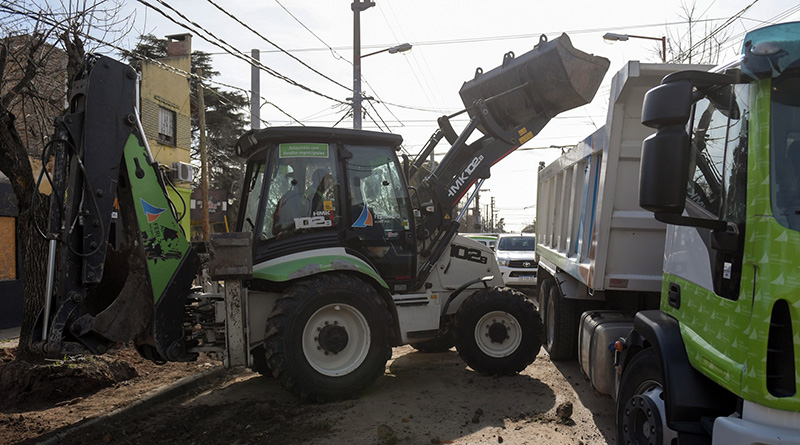 San Fernando renueva veredas y construye estacionamientos en el barrio Fate