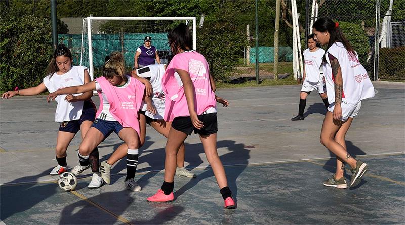 Tigre vivió un encuentro de fútbol femenino para concientizar sobre el cáncer de mama