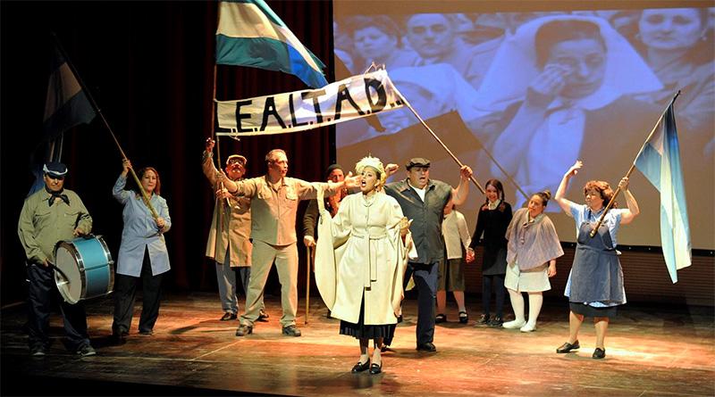 """En el teatro """"Pepe Soriano"""" de Tigre, alumnos del programa Arte Inclusivo homenajearon a Eva Perón"""