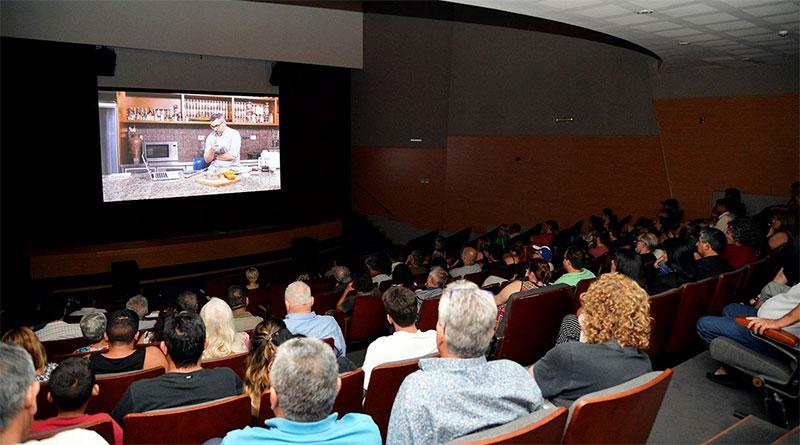 """El documental """"Fondo"""" de Alejandro Bercovich se proyectó en el Teatro Municipal de Tigre"""