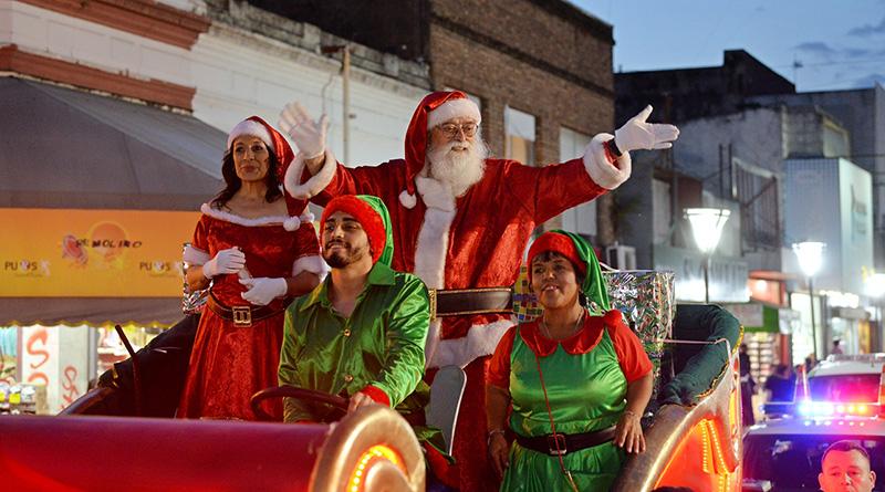Papá Noel llenó de alegría y diversión la Plaza Mitre de San Fernando y el Warmichella Navideño