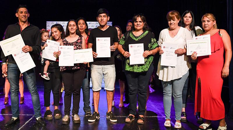 Un nuevo grupo de egresados del Centro Universitario Municipal recibió sus diplomas
