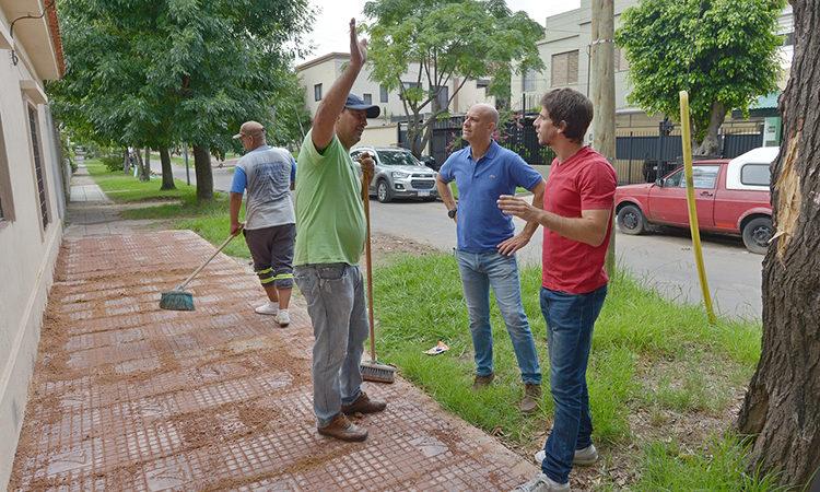 Juan Andreotti recorrió la renovación de veredas de la calle Blanco Encalada