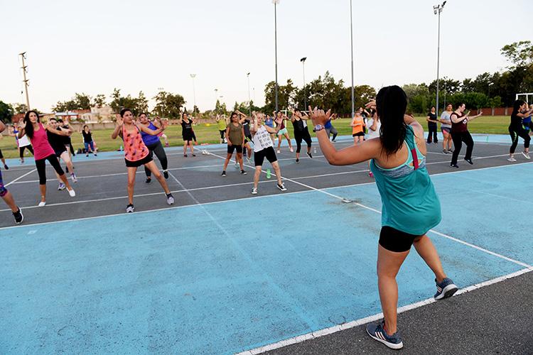 Zumba a todo ritmo y diversión en el Polideportivo N°1 de San Fernando