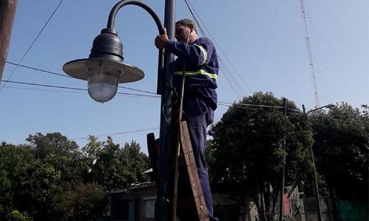 Continúa la conexión de luminarias de vereda en más localidades de Tigre