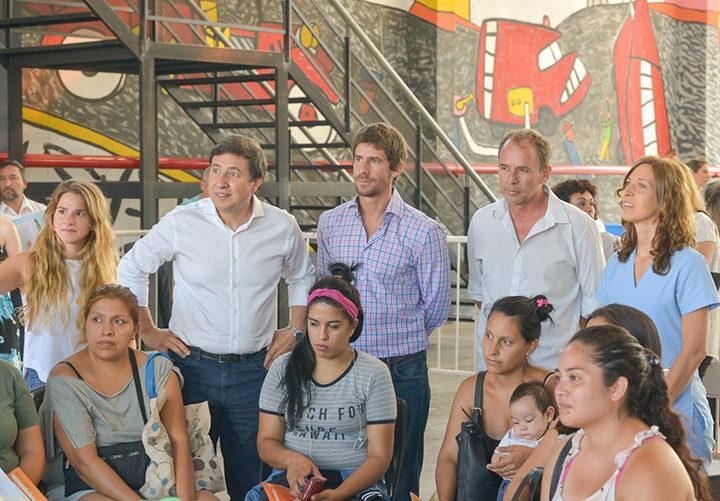 Juan Andreotti y Daniel Arroyo en la entrega de Tarjetas Alimentarias en San Fernando