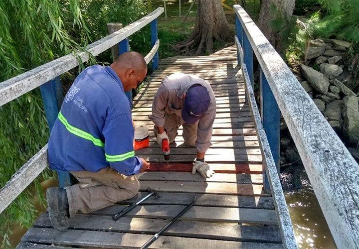 Mantenimiento en puentes y reparaciones de alumbrado público en el Delta