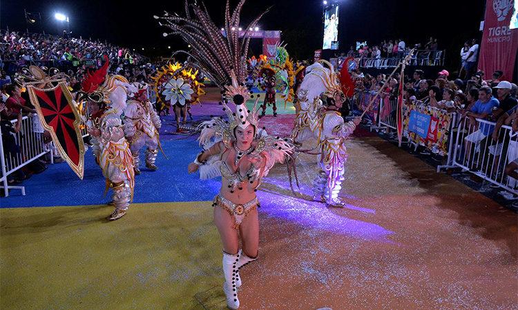 Una multitud vibró en el cierre de los Carnavales del Río en Tigre