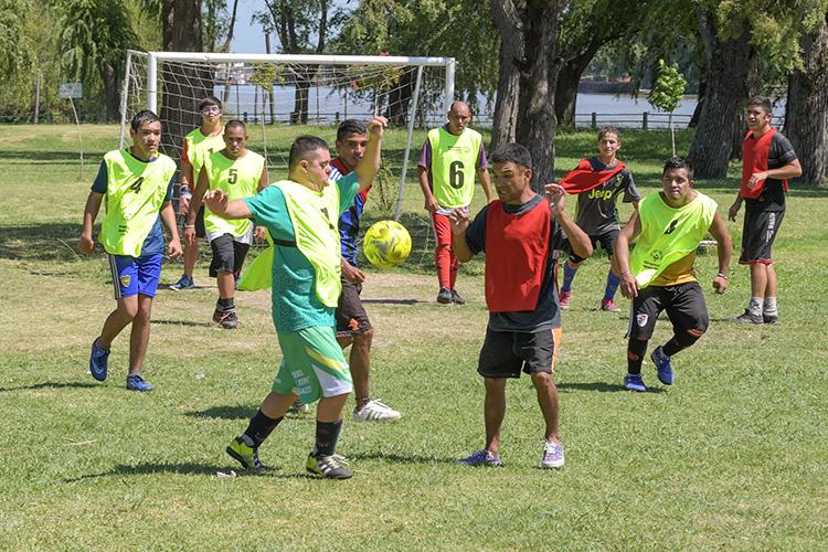 La Colonia de San Fernando jugó un amistoso con el equipo que jugará el Torneo Nacional de Especiales