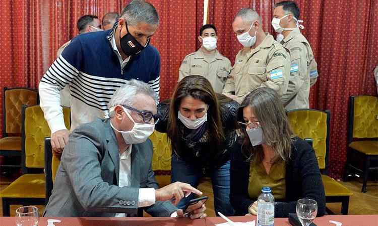 La ministra Sabina Frederic supervisó controles por Covid-19 junto al intendente Julio Zamora
