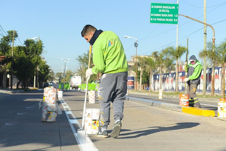 El Municipio continúa la parquización y el mantenimiento de las avenidas de San Fernando