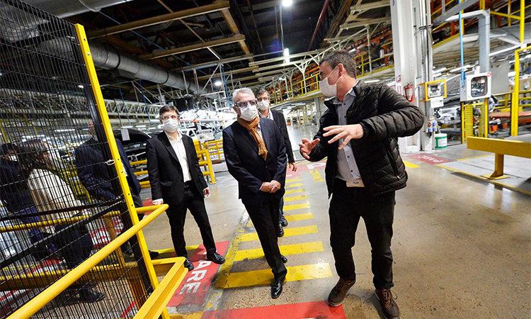 Julio Zamora y Augusto Costa recorrieron la planta Ford en Tigre tras la reapertura de sus actividades