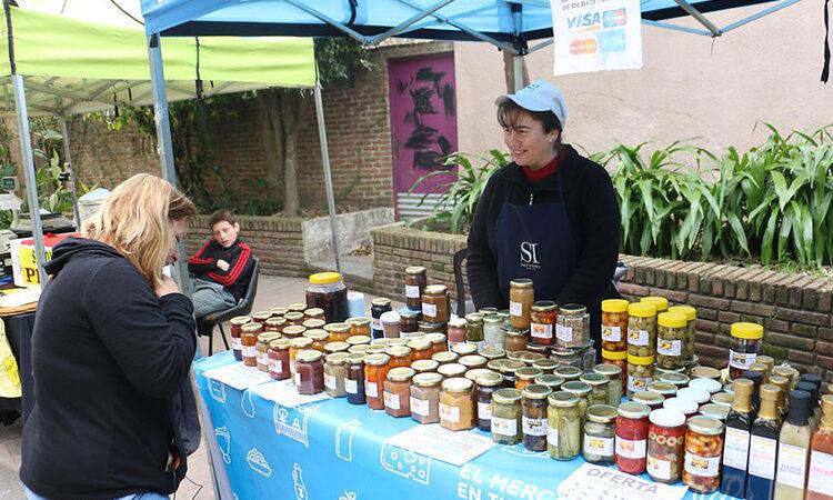 El Mercado en tu Barrio ofrece alimentos y productos frescos a precios bajos