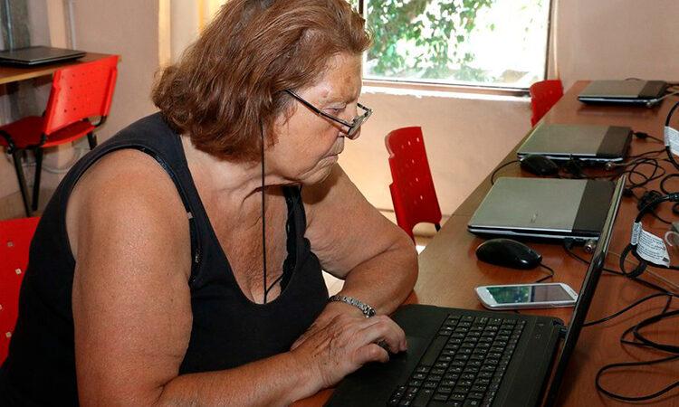 El Municipio ofrece clases virtuales para los adultos mayores