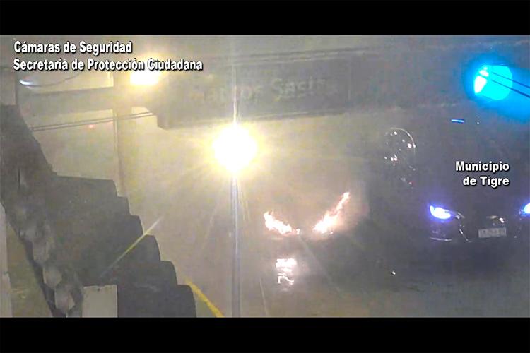 Auto envuelto en llamas en Ricardo Rojas fue sofocado rápidamente por el Sistema de Protección Ciudadana de Tigre