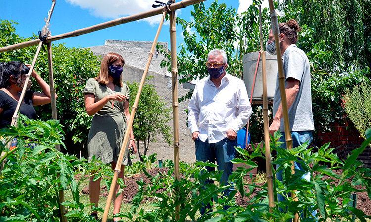 Julio Zamora visitó una huerta comunitaria en Las Tunas