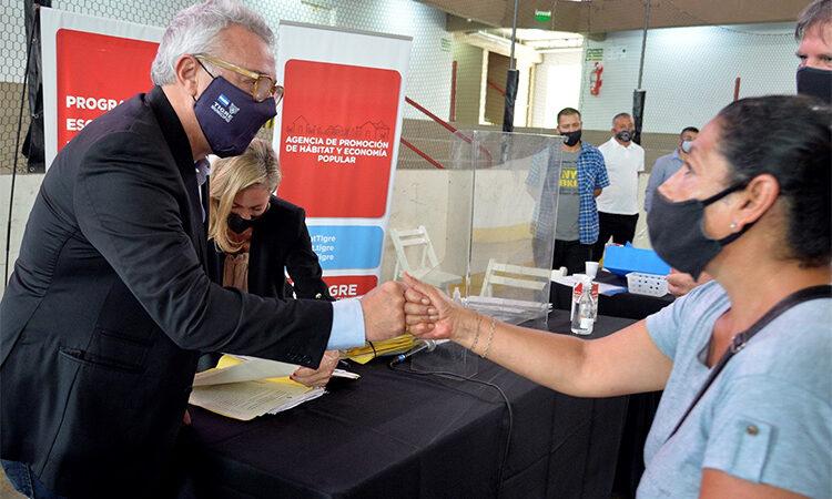 El Municipio realizó la firma de nuevas escrituras para que más familias cumplan el sueño de la casa propia