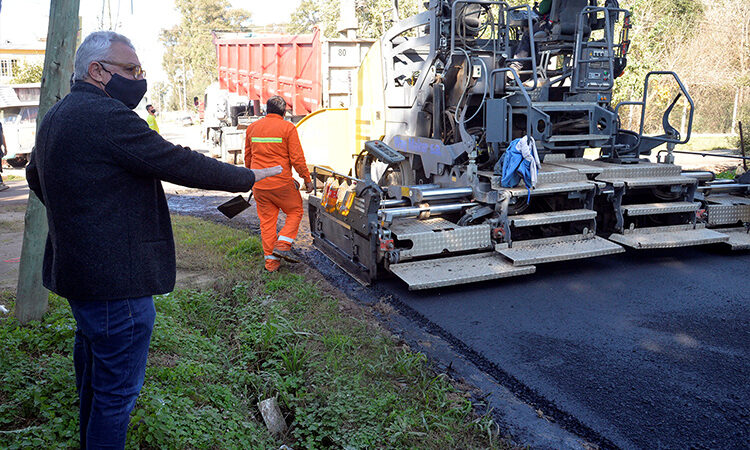 Julio Zamora supervisó el avance del Plan de Asfaltos municipal 2021 en Benavídez