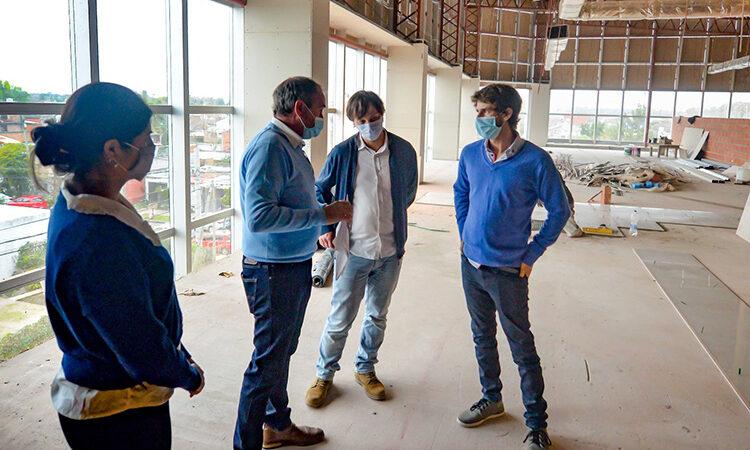 Juan Andreotti y autoridades de PAMI firmaron un convenio y recorrieron la ampliación del Hospital Municipal