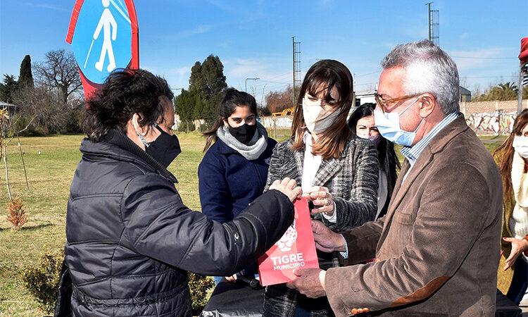 El intendente Julio Zamora entregó más de 100 pares de anteojos a vecinos y vecinas de Tigre