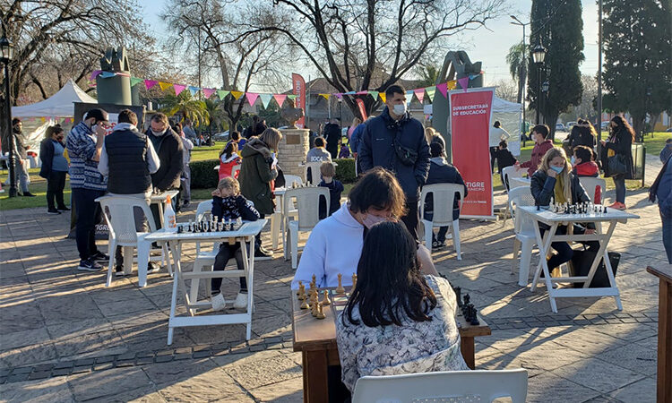 Clases de ajedrez libres, gratuitas y al aire libre para disfrutar de las vacaciones de invierno en Tigre