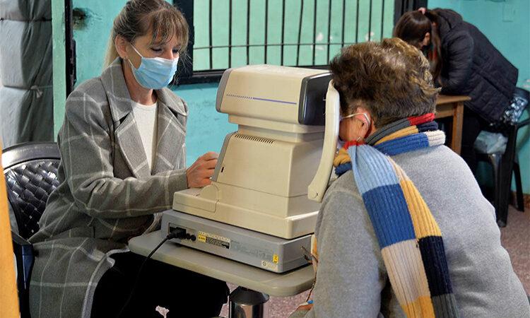El Municipio de Tigre retoma los controles oftalmológicos para adultos mayores
