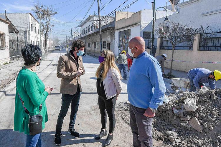 Juan Andreotti supervisó la obra de repavimentación de la calle Rivadavia