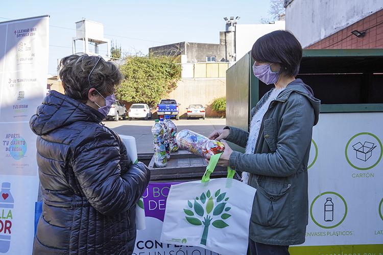 """Nuevo punto de recepción de """"Botellas de Amor"""" en Vicente López"""