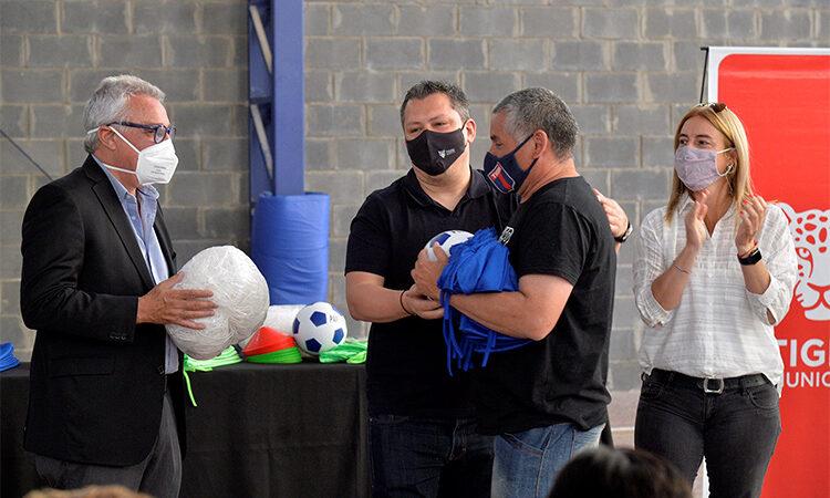 El Municipio de Tigre entregó material deportivo a 14 instituciones barriales